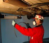Rustbeskyttelse Sprøyting kanaler under bilen
